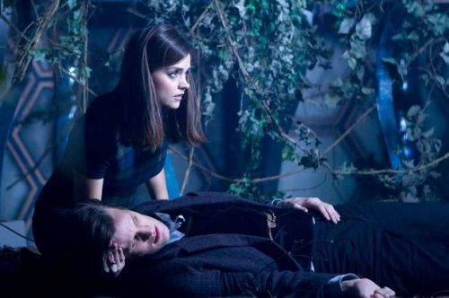 Clara's choice: save the Doctor or save herself.